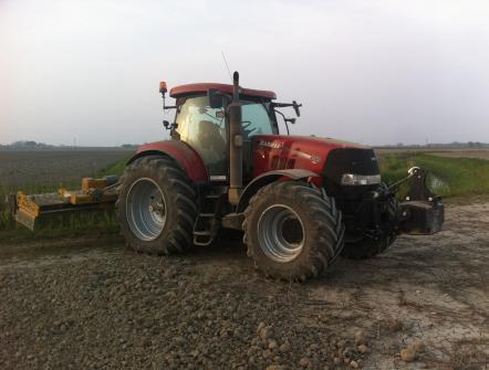 Trattore Case IH Puma 210 CVX con erpice rotante per preparazione letto di semina